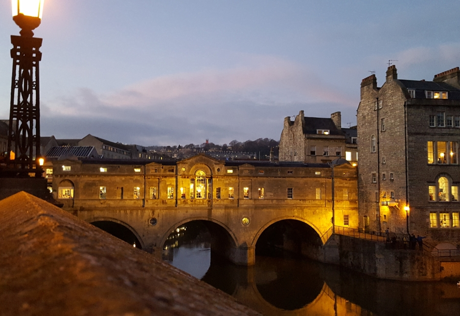 Pulteney bridge in beautiful Bath, UK | City guide | Travel guide | Girl with a saddle bag blog