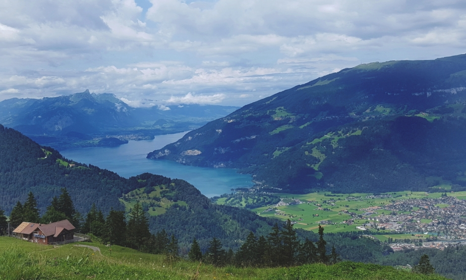 The perfect 7 day itinerary for exploring the Bernese Oberland | Explore the stunning Bernese Oberland in the Swiss Alps with our perfect 7 day itinerary | Travel guide | Girl with a saddle bag blog