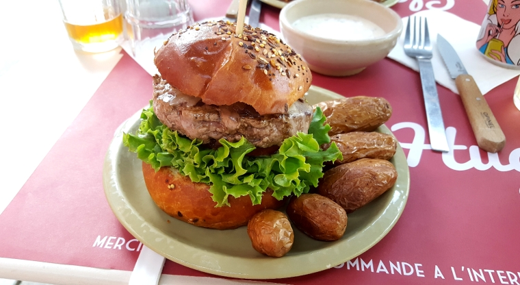 Classic burger at Claire et Hugo, Troyes, France