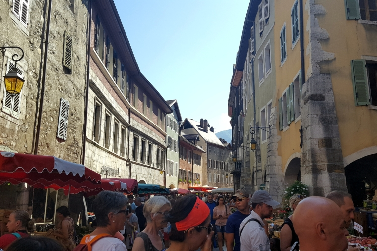 Unmissable things to do around Lake Annecy, France | Annecy market in the old town | Travel guide | Girl with a saddle bag blog