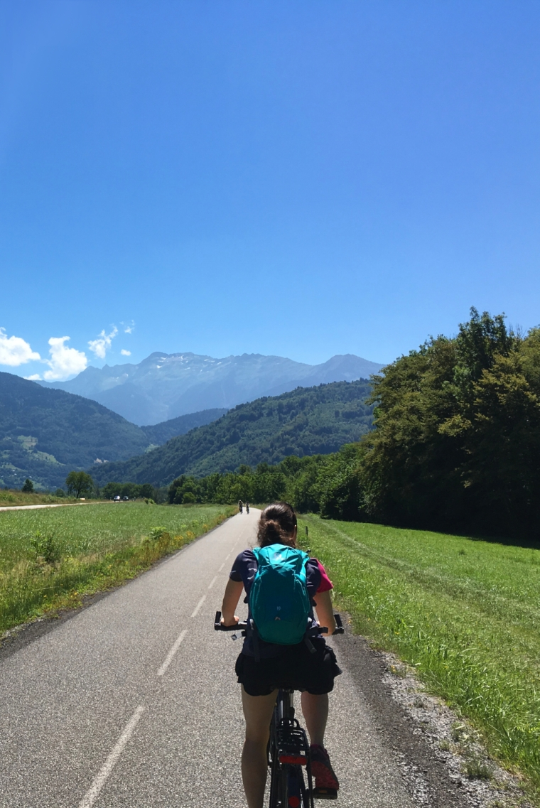 Unmissable things to do around Lake Annecy, France | Cycling the Voie Vert cycle path around Lake Annecy | Travel guide | Girl with a saddle bag blog