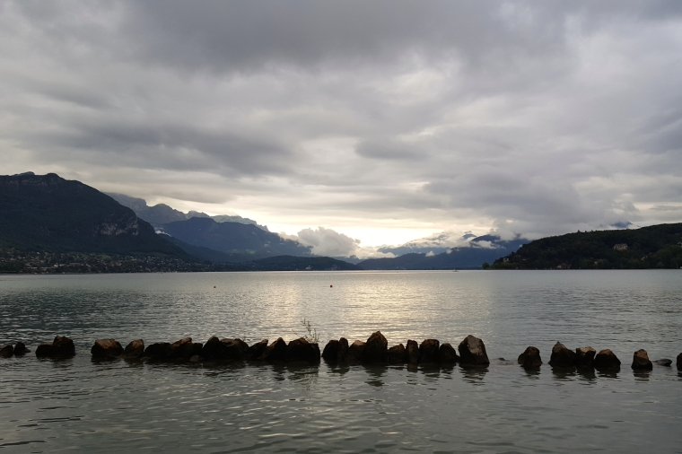 Lake Annecy, France's best-kept secret | Lake Annecy at dusk | Travel guide | Girl with a saddle bag blog