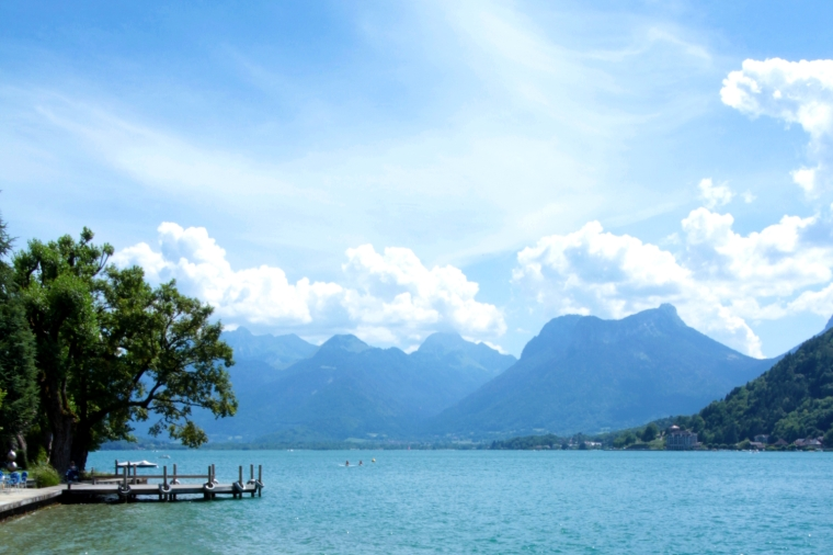 Unmissable things to do around Lake Annecy, France | Talloires bay, Lake Annecy | Travel guide | Girl with a saddle bag blog