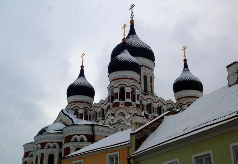 Alexander Nevsky cathedral in Tallinn dusted with snow | Travel guide | City guide | Girl with a saddle bag blog